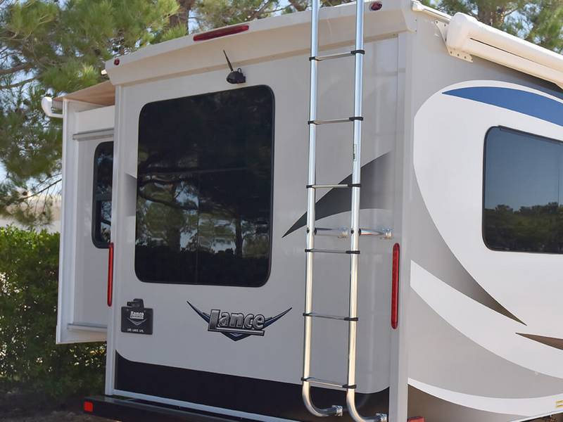 Lance 2465 Travel Trailer Yes You Can Have It All