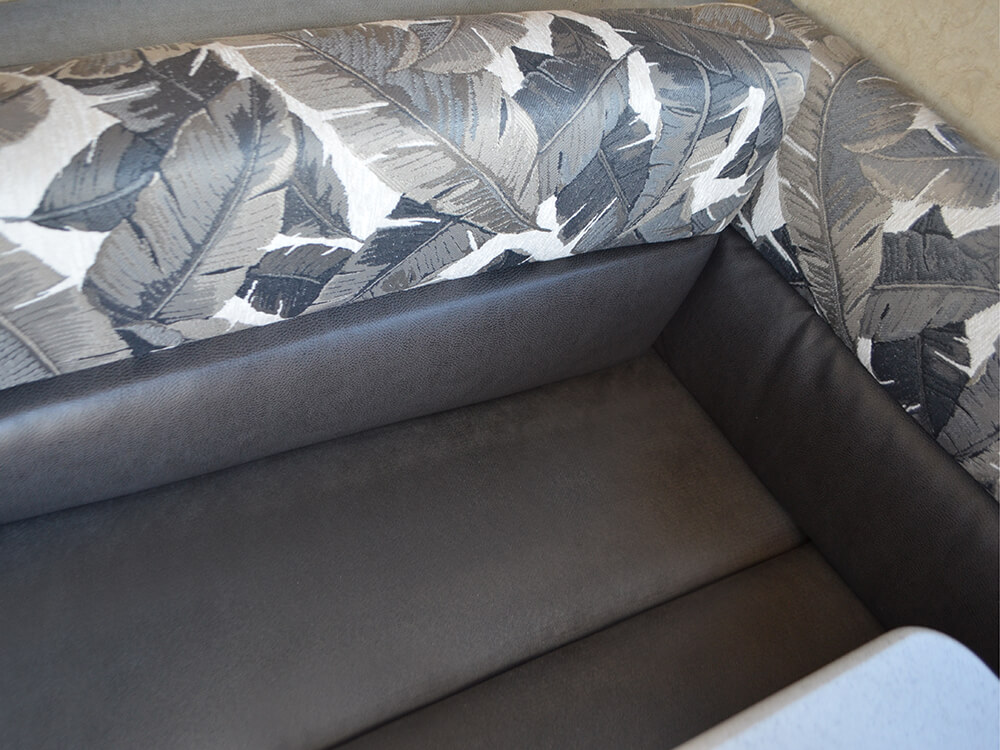 Dinette W Reversible Cushions